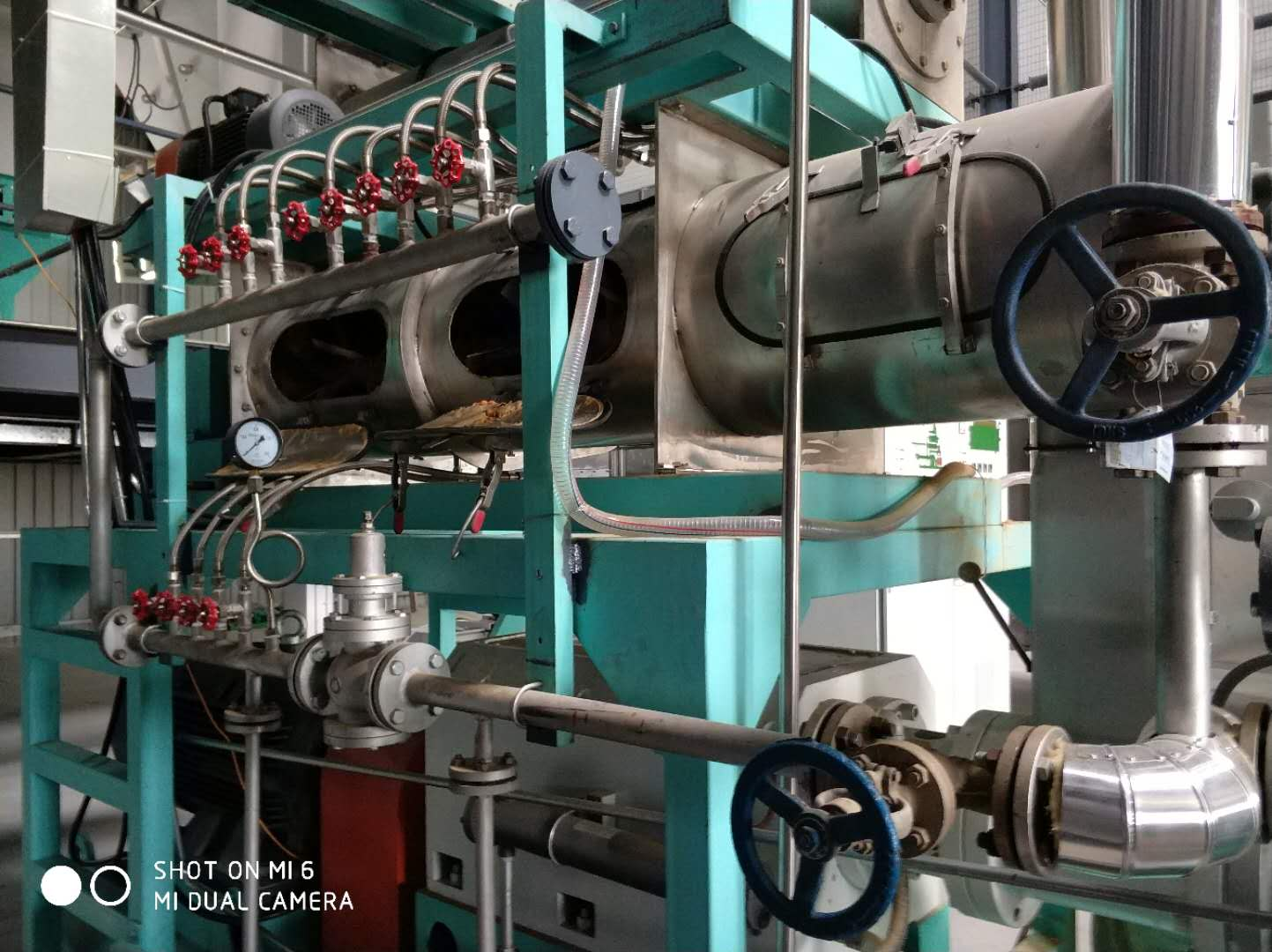 Double screw extruder machine